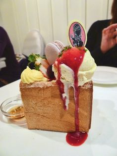 """Party In Your Mouth"" Honey Toast at Dazzling Cafe"