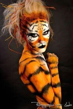 40 Easy Tiger Face Painting Ideas for Fun - Neue Ideen Tiger Halloween Costume, Art Halloween, Tiger Costume, Animal Makeup, Cat Makeup, Tiger Face Paints, Tiger Painting, Fantasy Make Up, Make Up Art