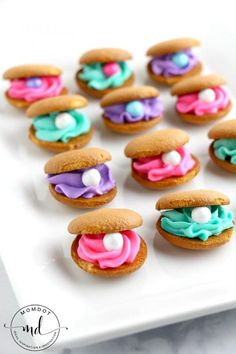 Clam Shell Cookies Made with Nilla Wafers, perfect for a mermaid party plus QUICK, EASY and ADORABLE! Clam Shell Cookies are a delicious and quick way to create the perfect dessert for an under the sea or mermaid party. Buttercream frosting and pearls! Mermaid Birthday Cakes, Mermaid Cakes, Cake Birthday, Happy Birthday, Birthday Cards, Mermaid Themed Party, Mermaid Party Food, 7th Birthday, Sea Themed Party Food