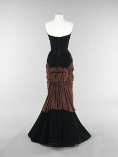 "Charles James (American, born Great Britain, 1906–1978), ""Bustle"", 1947, silk. Brooklyn Museum Costume Collection at The Metropolitan Museum of Art, Gift of the Brooklyn Museum, 2009; Gift of Millicent Huttleston Rogers, 1949. 2009.300.751 © 2000–2013 The Metropolitan Museum of Art."