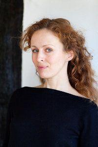 Marente de Moor In het najaar van 2010 verscheen haar tweede roman, De Nederlandse maagd. Een gedroomde opvolger. De pers was niet de enige plek waar gejuich klonk: in 2011 won Marente de AKO Literatuurprijs. Sindsdien staat ze onafgebroken in de literaire hitlijsten. En nu ook op het podium van TiLT. locatie: Grote Zaal aanvang: 21.00 uur eindtijd: 21.45 uur