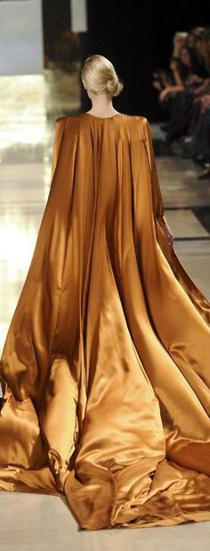 VISIT FOR MORE Fairytale fashion fantasy / karen cox. Stephane Rolland–have you ever seen anything so flowey? Think I would use micropleats Stephane Rolland, Runway Fashion, High Fashion, Fashion Show, Fashion Design, Fashion Cape, Net Fashion, Orange Braun, Fairytale Fashion