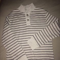 Cherokee Boys Sweater Like new condition Cherokee boys sweater. Only worn once. We live in Florida so by next season it won't fit him anymore. Amazing dressy sweater. Cherokee Sweaters Crew & Scoop Necks