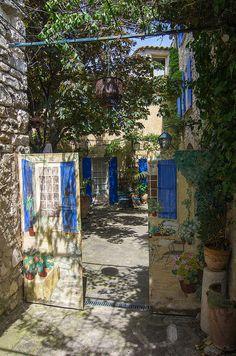 Hotel Garden Entrance in Venasque, France