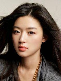 Jun Ji-hyun (Jeon Ji-hyun) or Gianna Jun has a very everything to be called as the best actress of Korea. Her face was beautiful, ideal bod. Jun Ji Hyun, Korean Beauty, Asian Beauty, Yoo Ah In, Asian Celebrities, Korean Actresses, Beautiful Asian Women, Beautiful Ladies, Best Actress