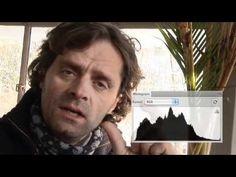 Zoom.nl video: Een histogram leren lezen - ook goede info hier http://www.digitalefotografietips.nl/kort/hoe-het-histogram-te-lezen/