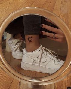 – Tattoo's – - tattoo feminina Classy Tattoos, Dainty Tattoos, Bff Tattoos, Dream Tattoos, Mini Tattoos, Flower Tattoos, Boyfriend Tattoos, Meaning Tattoos, Tattoos Skull