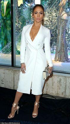 Jennifer Lopez suffers a wardrobe malfunction at LA launch party J Lo Fashion, White Fashion, Womens Fashion, Fashion Trends, White Outfits, Classy Outfits, Jennifer Lopez, Sexy Dresses, Fashion Dresses