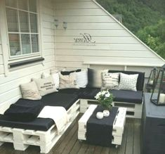Pallet Outdoor Furniture Pallets: So fun! Great idea for cute furniture. Simple yet elegant. Pallet Deck Furniture, Palette Furniture, Pallet Furniture Designs, Cute Furniture, Diy Pallet Sofa, Diy Pallet Projects, Pallet Ideas, Sofa Furniture, Outdoor Furniture