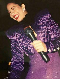 Selena Quintanilla Perez, Purple Outfits, Aaliyah, American Singers, Michael Jackson, Role Models, My Idol, Selena Selena, Selena Music