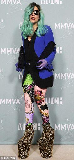 Tell me again Nicki Minaj aint tryna be like her. lol Put your paws up!