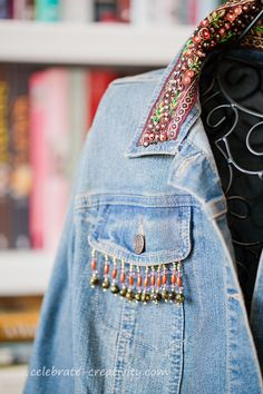 beaded jean jacket,beaded jean jacket Great some ideas for wonderful embroidery By embroidering wonderful patterns, little numbers or wonderful borders, DIY style manufa. Diy Jeans, Jeans Denim, Jean Jacket Outfits, Denim Outfit, Jean Diy, Minimalist Outfit, Diy Mode, Mode Jeans, Bohemian Mode