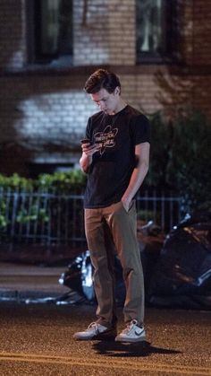 imagine him taking you on a date and texting you hurry up baby i'm outside ksksks damn Tom Peters, Tom Holand, Iron Man, Fangirl, Baby Toms, Tom Holland Peter Parker, Tommy Boy, To My Future Husband, Cute Boys