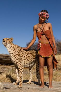 Interaction with a Habituated Cheetah. Photo by In Africa, conflicts between people and wildlife often happen, resulting in young animals having to be taken into sanctuaries in order. Black Women Art, Beautiful Black Women, Black Girls, Beautiful People, African States, African Tribes, African Women, African Nations, Tribal People