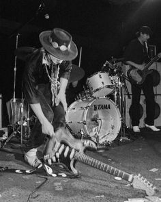 Stevie Ray Vaughan performing at the Keystone Berkley, Aug Stevie Ray Vaughan Guitar, Steve Ray Vaughan, Jimmie Vaughan, Texas Legends, William Christopher, Blues Rock, Keith Richards, Music Photo, Def Leppard