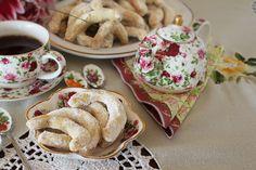 Cornulețe fragede cu nuci și vanilie   Laura Laurențiu French Toast, Deserts, 1, Cakes, Breakfast, Food, Morning Coffee, Cake Makers, Kuchen
