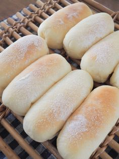 Roti Bread, Bread Bun, Bread Rolls, Cooking Bread, Bread Baking, Japanese Bread, Sweet Buns, Cafe Food, Breakfast Bake