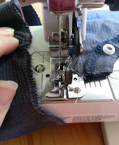 Sewing tutorial - How to use a sewing machine side cutter foot (the poor man's…