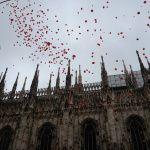 I palloncini raggiungono le guglie del Duomo di Milano (Stramilano, marzo 2013)