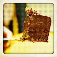 Chocolate cake (choco cream, chocolate pecan biscuit), Pierre Herme recipe