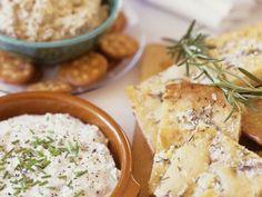 Foccacia mit Dips ist ein Rezept mit frischen Zutaten aus der Kategorie Dips. Probieren Sie dieses und weitere Rezepte von EAT SMARTER!