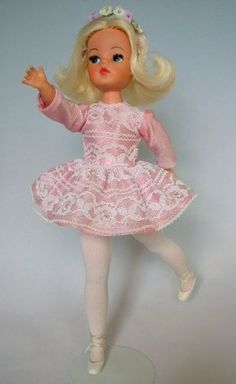 1972 Sindy Outfit came with Sindy Super Show Vintage Barbie, Vintage Dolls, Mod Suits, White Wardrobe, Ballerina Doll, Sindy Doll, Trendy Girl, White Kittens, Elastic Headbands