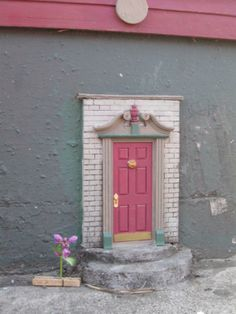 Tiny little doors in Ann Arbor.  Fairy doors.  How have I not visited yet??
