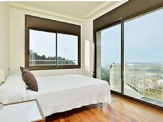 An angle room with direct acces to the terrace. Super luminous experience!