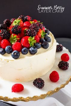 This Summer Berry Layer Cake is the ultimate cake for the berry lovers in your life with layers of vanilla cake, homemade berry jam and a myriad of fresh berries on top. Vanilla Sponge, Vanilla Cake, Raspberry Scones, Cold Cake, Set Cookie, Summer Berries, Cake Board, Cake Tins, Cupcake Recipes