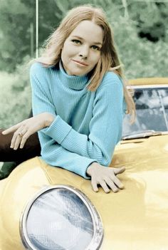 music California Dreamgirl: 30 Vintage Photos of the Ultimate Hippy Chick Michelle Phillips From Between the and ~ vintage everyday Michelle Phillips, Bags Online Shopping, Vintage Hippie, Vintage 70s, Hippie Chick, Jaguar E Type, 1960s Fashion, Ladies Fashion, Fashion Vintage