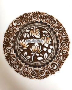 Mandala idea with a very pretty border. By  Floral Henna Designs, Latest Bridal Mehndi Designs, Indian Mehndi Designs, Henna Art Designs, Mehndi Designs 2018, Mehndi Designs For Girls, Modern Mehndi Designs, Mehndi Design Pictures, Wedding Mehndi Designs