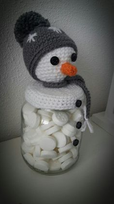snowman candy jar. No pattern available, but should be easy to figure out.