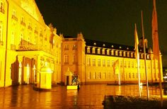 Egal welches Wetter wir haben unser #Schloss erstrahlt einfach immer in einem phantastischen #Gold  Schönes #Wochenende euch allen! #visitbawu #visitkarlsruhe #karlsruhe #placetobw #bwjetzt #visitgermany #joingermantradition #travel #travelblog #night #nightshot #bawü #golden #castle #instalike #amazing #love #picture #bestoftheday #weekend #friday #tgif
