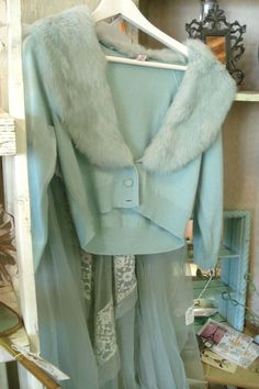 Vintage turquoise Sweater with Fur Collar Vintage Outfits, Vintage Dresses, Vintage Fashion, Vintage Mode, Vintage Girls, Vintage Glam, Vintage Turquoise, Vintage Beauty, Vintage Sewing