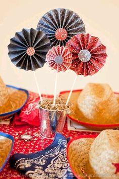 más y más manualidades: Crea bellos centros de mesa con rosetones de papel