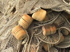 boat gear: de espuma flotador de plástico, redes de pescadores primer plano Foto de archivo