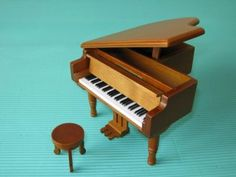 Grand Piano Jewellery Box