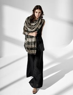 A unique brand in the world of fashion, Sarah Pacini speaks to women in search of a modern and timeless allure with style and substance. Sarah Pacini, Shades Of Violet, Purple Fashion, Purple Roses, World Of Fashion, Black Pants, Color Blocking, Duster Coat, Raincoat