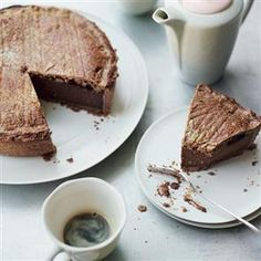 Chocolate gâteau Basque recipe A rich mousse, silky ganache and chocolate Oreo case makes up, what must be the most decadent dessert around. Köstliche Desserts, Delicious Desserts, Dessert Recipes, Yummy Food, Gateau Basque Recipe, Basque Food, Basque Cake, Fruit Tart, Le Diner