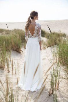 lacy wedding dresses for women.V-lines wedding gown. Lacy Wedding Dresses, Wedding Dress With Veil, Ceremony Dresses, Wedding Attire, Gown Wedding, Wedding Looks, Dream Wedding, Wedding Trends, Nice Dresses