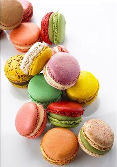QUOI ? Un joli coffret enrubanné de macarons PIERRE HERME  // QUI ? Tout le monde ! //  COMMENT ? En confiant votre projet cadeau à Gifting, qui s'occupe de tout.  http://www.gifting.fr/conciergerie.php
