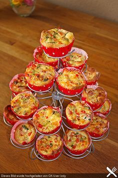 Mini party quiches More from my siteRecipe for finger food: mini quiches with red onions and goat cheese (www. Fall Appetizers, Finger Food Appetizers, Healthy Appetizers, Appetizer Recipes, Mini Quiches, Party Finger Foods, Snacks Für Party, Party Drinks, Snack Mix Recipes