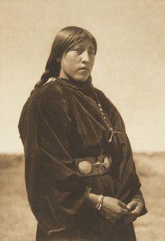 Arapaho Maiden (The North American Indian, v. VI. Cambridge, MA: The University Press, 1911)