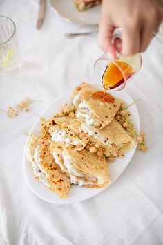 Millet crepes with white currants / Marta Greber