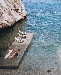 Is It Vogue? - Life is a beach - Travel Beach Pink, The Beach, European Summer, Italian Summer, Summer Feeling, Summer Vibes, Wanderlust, Summer Aesthetic, Plein Air