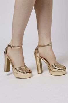 e583a3b2b752 WOW !! VINTAGE BLOCK HIGH HEEL 70S GOLD DISCO SHOES on ASOS - size 5 ...