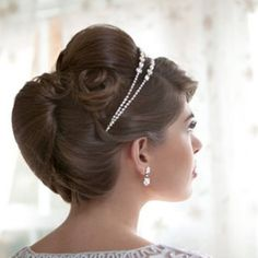 Retro Hairstyle for your wedding? We've got the look : )