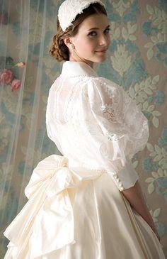 Old Dresses, Vintage Dresses, Vintage Outfits, Vintage Fashion, Antique Wedding Dresses, Beautiful Costumes, Beautiful Dresses, Wedding Party Dresses, Bridal Dresses