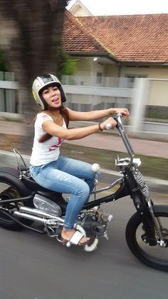 #streetcub Lady Biker, Biker Girl, Custom Moped, Brat Cafe, Ape Hangers, Honda Bikes, Motor Scooters, Scooter Girl, Moto Style