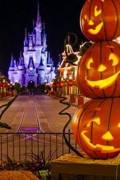 Disney World Halloween Decorations Disney Halloween Decorations, Disney World Halloween, Disneyland Halloween, Scary Halloween, Happy Halloween, Halloween Season, Halloween Makeup, Halloween Party, Halloween Costumes